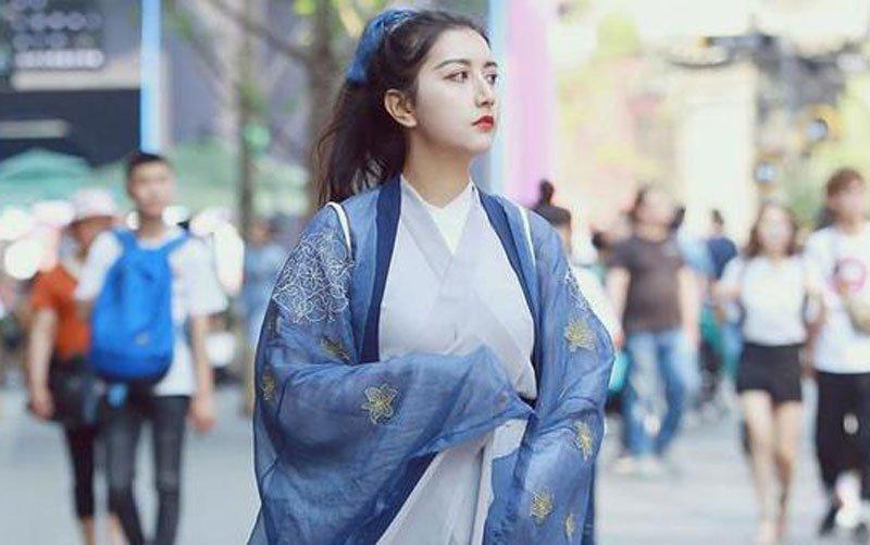 Chinese girl wear hanfu on the street