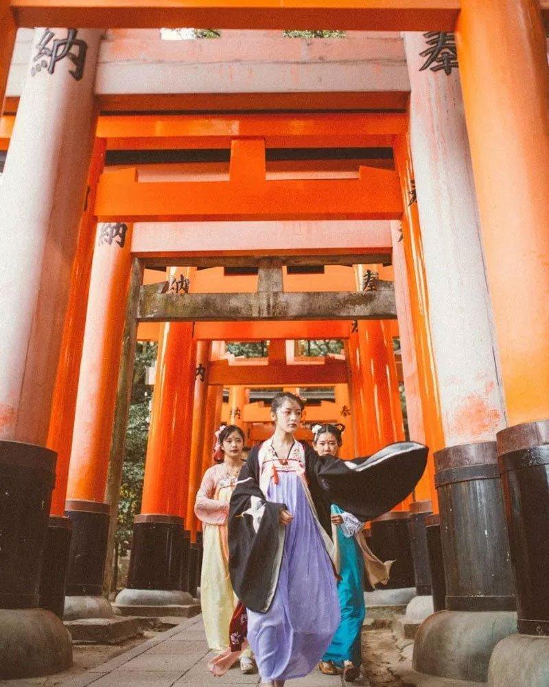 Do You Want Wear Hanfu Travel Around the World?