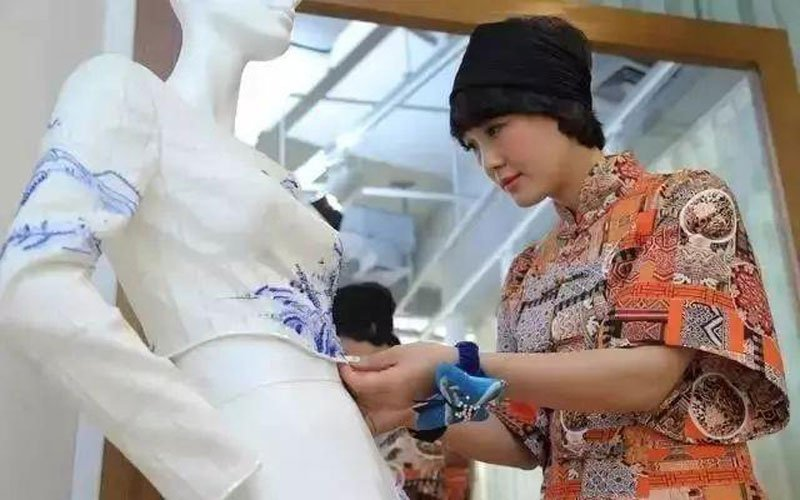 Absolutely Gorgeous! Chinese Element Clothing in Paris Fashion Week