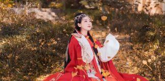 Hanfu Photo   Golden Leaves and Cloaks Girl