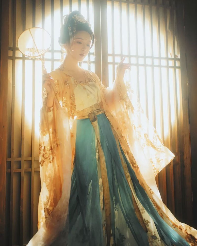 Hanfu Photo Sharing of Ruqun-Return to the Tang Dynasty