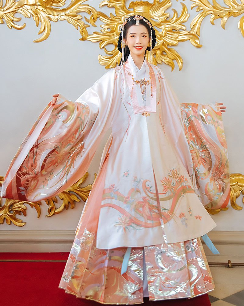 """What's the Difference between """"Cloak"""" and """"Cape"""" in Hanfu?"""