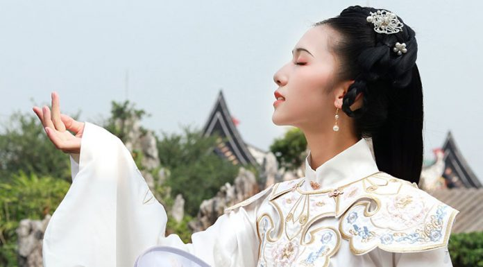 Classic Chinese Hanfu: Beautiful Shawl--Yujian