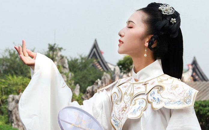 Classic Chinese Hanfu: Beautiful Shawl--Yujian