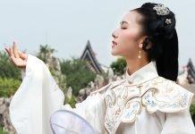 Classic Chinese Hanfu: Shoulder Accessories - Yunjian