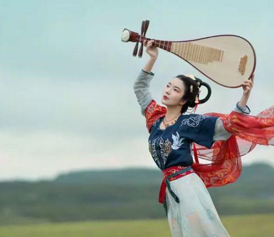 Hanfu Photo   Dance with Pipa Trippingly