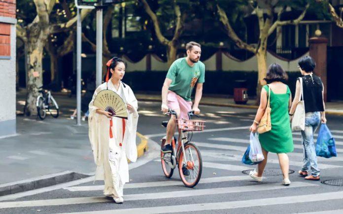 Interview   Modern Youth and Hanfu - New Chinese Fashion