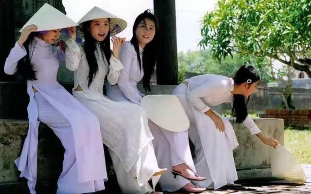 The 5 Most Popular Styles of Oriental Dress, Clothing - Asian Robe - aodai