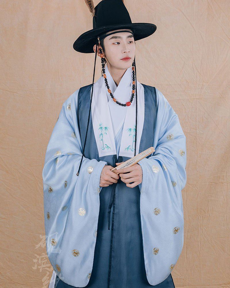 The Application of Annual Popular Color in Hanfu -- Classic Blue