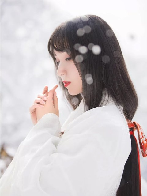 Hanfu & Snowscape - Girl Chinese Traditional Dress