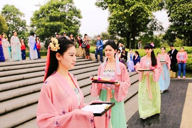 traditional Chinese hanfu dress