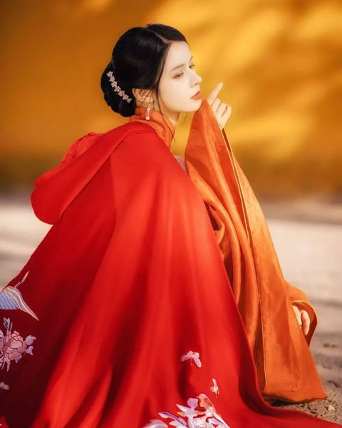 Glimpse   Hanfu Ming-style Girl