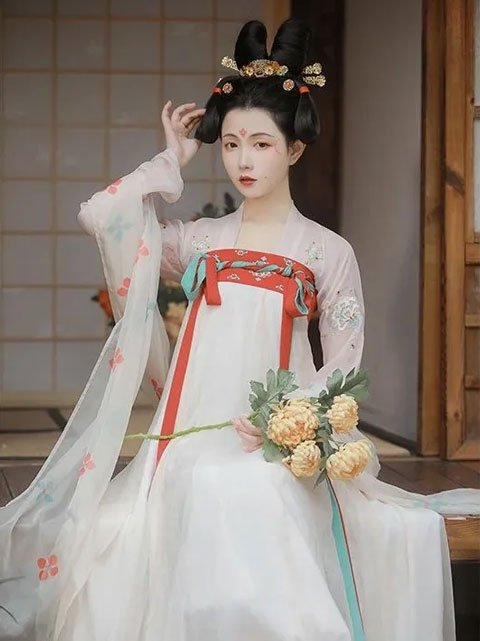 How to Choose Your First Hanfu Dress