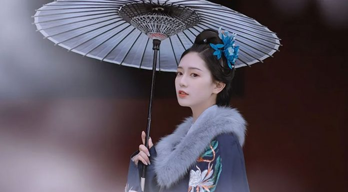 How to Take Hanfu Photos with Umbrella Prop