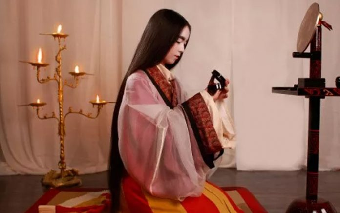 Recover 200 Sets Hanfu in 12 years - They Amazing the World