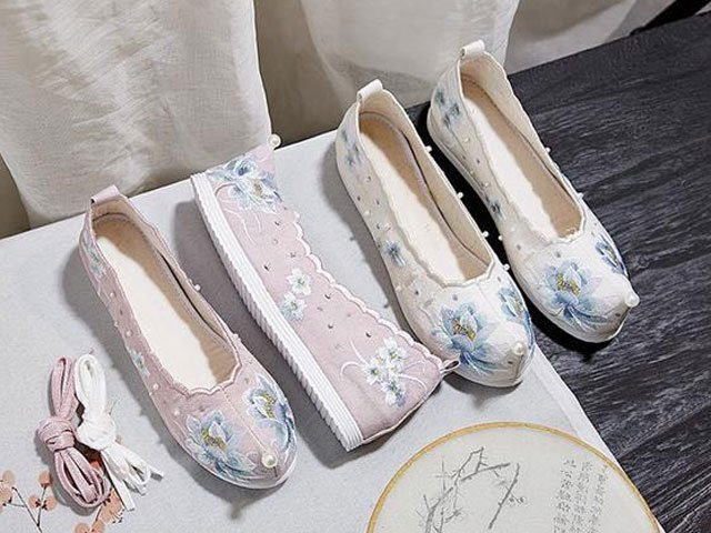 The 12 Beautiful Traditional Chinese Embroidered Shoes, Which Pair Do You Like