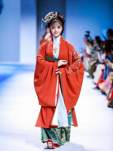 Traditional Chinese Culture Approaching the Exquisite Chinese Dress