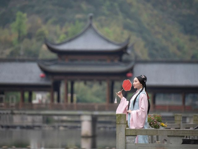 Traditional Chinese Dragon Boat Festival and Revival of Ancient Chinese Clothing
