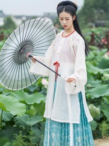 12 Beautiful Cool-Toned Chinese Dresses to Chill the Summer