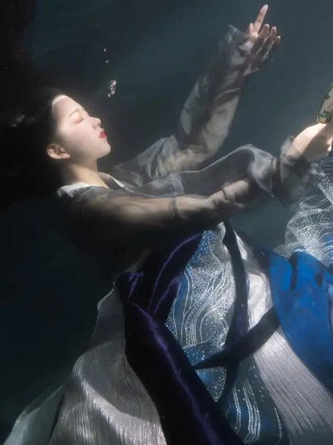 Fancy Hanfu Photography Underwater