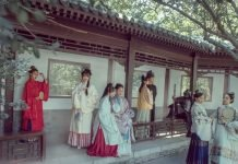 Reimagining the Returning Modern Hanfu