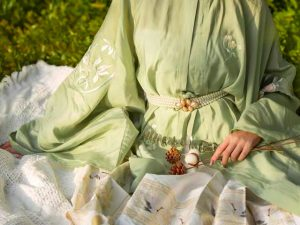 Wearing a Beautiful Chinese Clothing for Our Picnic !