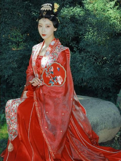 12 Most Beautiful Traditional Chinese Wedding Dresses 3