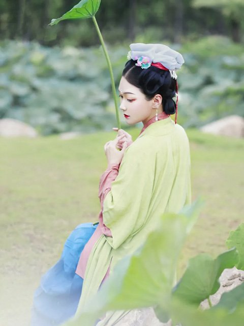 Summer Breeze & Lotus Flower & Beauty Hanfu Girl