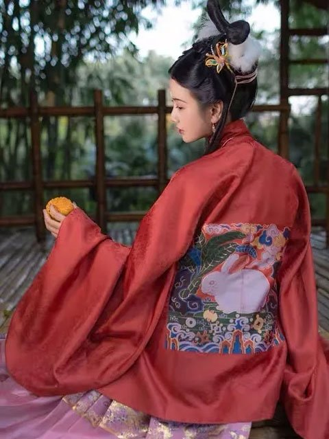 Chinese Fashion Trends: Hanfu for the Mid-Autumn Festival