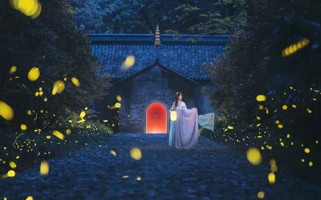 Perfect Combination of Hanfu Clothing & Beautiful Scenery