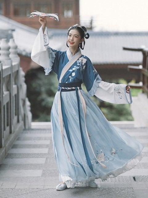 How Beautiful is Blue Hanfu in Traditional Chinese Hanfu