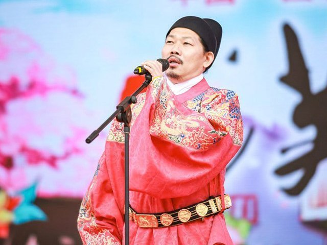 Modern complex of Ancient Chinese Traditional Clothing