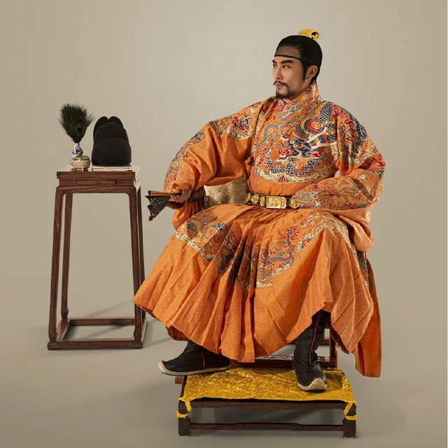 Ancient Chinese Robes for Men: Tieli & Yisan