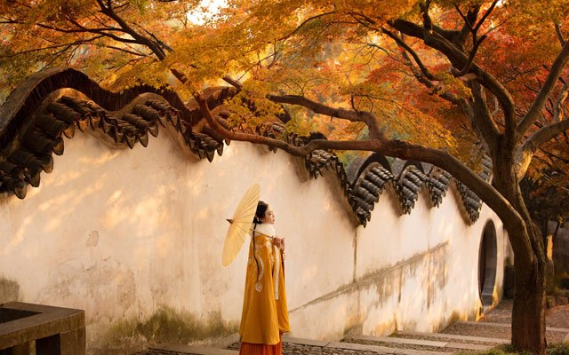 Chinese Costume Photography - Hanfu Girl in Autumn
