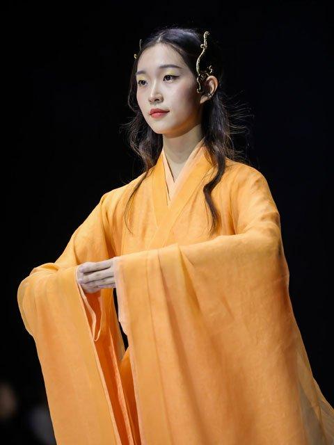 Traditional Hanfu in China Fashion Week 2020