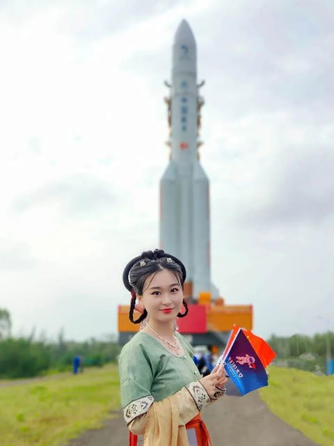 Cui Yihan -The Hanfu Girl Behind Chang'e-5