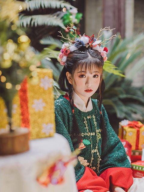 5 Sets of Graceful Hanfu Photos for Christmas