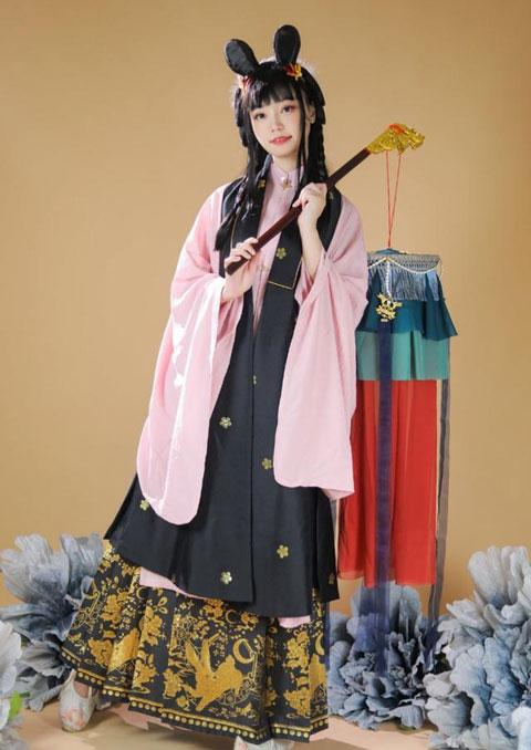 4 Kinds of Essential Props for Hanfu Photography