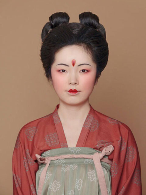 Greet Spring with Tang Dynasty Peach Blossom Makeup!