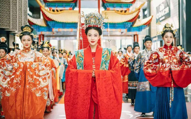 Wearing Hanfu and Meet the Rise of China-Chic