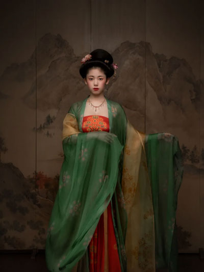 Exquisite Restored Hanfu from the Ancient Painting
