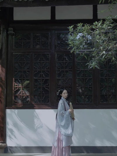 [Interview] What Is It Like to Become a Hanfu Photographer?
