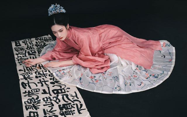Chinese Long Skirt Fashion Through the Centuries - Hua Niao Qun
