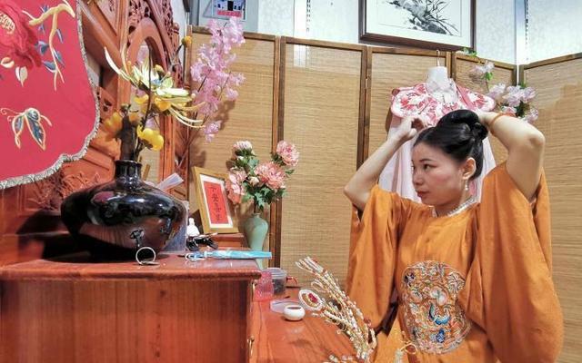 Shu Qiuhong - Turning a Love of Hanfu Into a Career