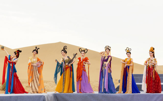 Dunhuang Style Costume Show in the Desert Grand Opening