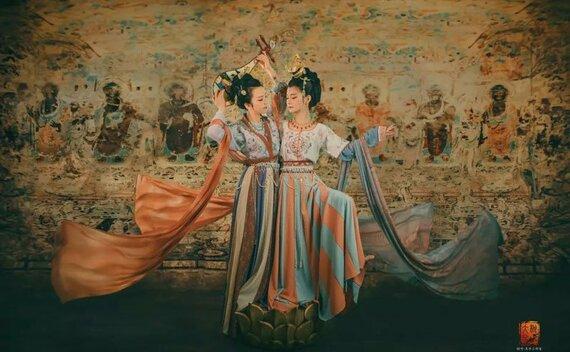 Traditional Murals Meet Hanfu