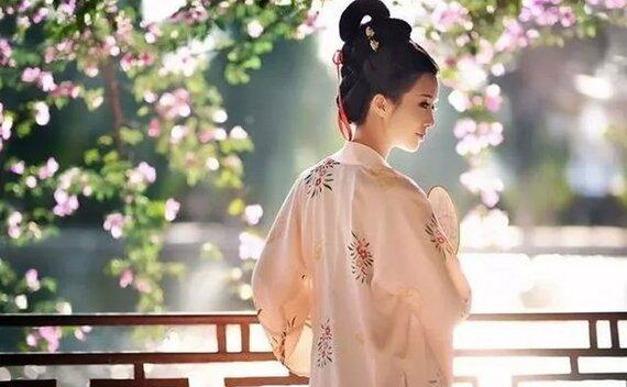 8 Postures That Make Beautiful Hanfu Pictures
