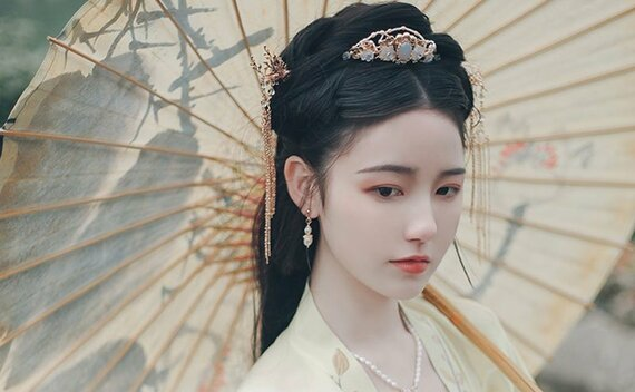 Hairstyle Tutorial for Traditional Chinese Hanfu Dress