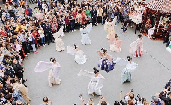 Shanghai Yu Garden Hanfu Dancing