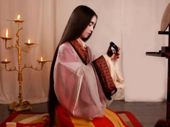 Recover 200 Sets Hanfu in 12 years – They Amazing the World